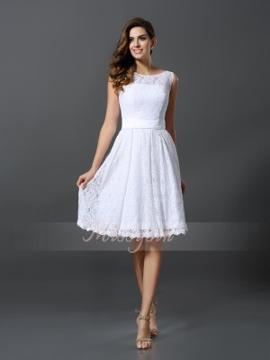 A-Line/Princess Scoop Lace Sleeveless Knee-Length Bridesmaid Dresses