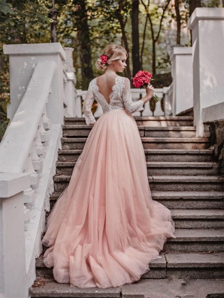 Ball Gown Long Sleeves Court Train V-neck Applique Tulle Wedding Dresses