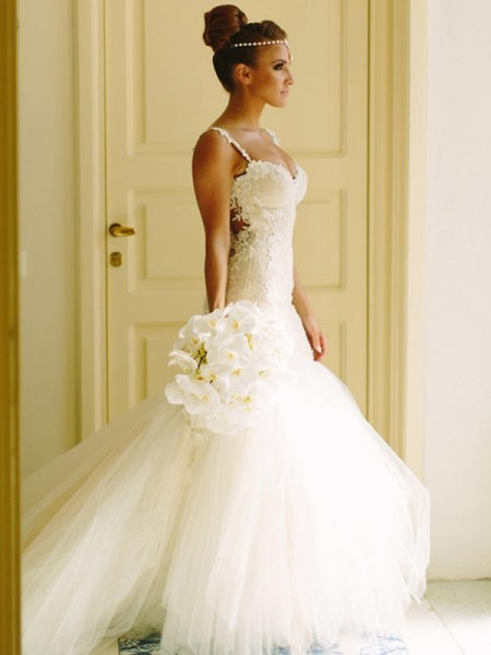 Trumpet/Mermaid Sleeveless Court Train Spaghetti Straps Applique Tulle Wedding Dresses