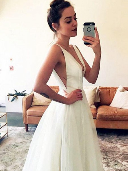 A-Line/Princess Sleeveless Sweep/Brush Train V-neck Ruched Tulle Wedding Dresses