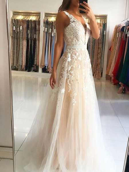 A-Line/Princess Sleeveless V-neck Tulle Applique Sweep/Brush Train Dresses