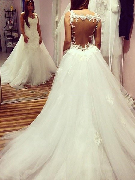 Ball Gown Sleeveless Sweetheart Tulle Chapel Train Wedding Dresses
