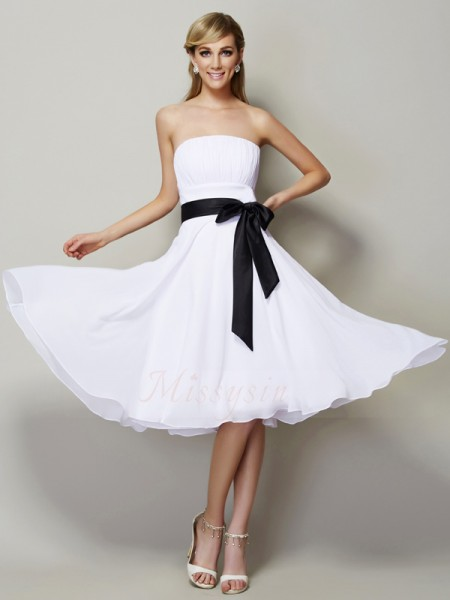 A-Line/Princess Sleeveless Sash/Ribbon/Belt Chiffon Strapless Knee-Length Bridesmaid Dresses
