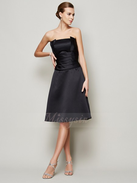 A-Line/Princess Sleeveless Pleats Satin Strapless Knee-Length Bridesmaid Dresses