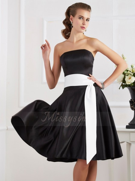 A-Line/Princess Sleeveless Sash/Ribbon/Belt Satin Strapless Knee-Length Dresses