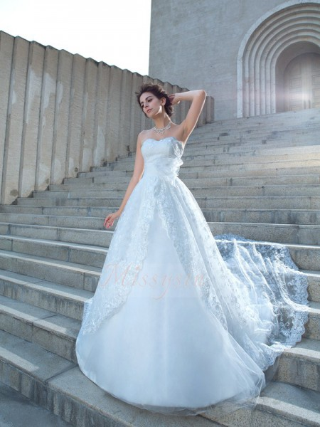 Ball Gown Sleeveless Sweetheart Lace Chapel Train Wedding Dresses