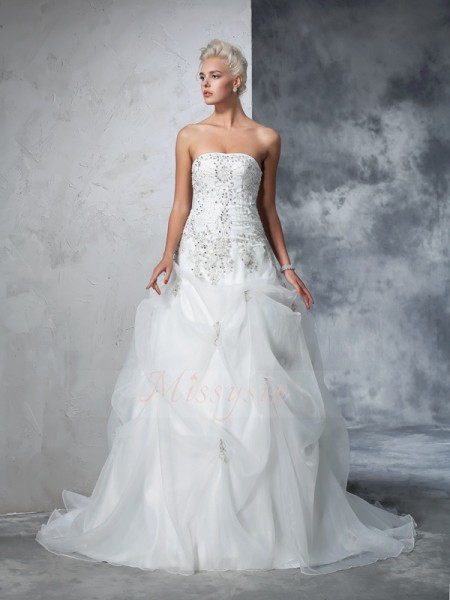 Ball Gown Sleeveless Strapless Beading Tulle Chapel Train Wedding Dresses