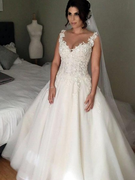 Ball Gown Sleeveless Court Train V-neck Applique Tulle Wedding Dresses
