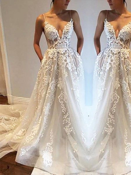 A-Line/Princess Sleeveless Spaghetti Straps Tulle Court Train Wedding Dresses